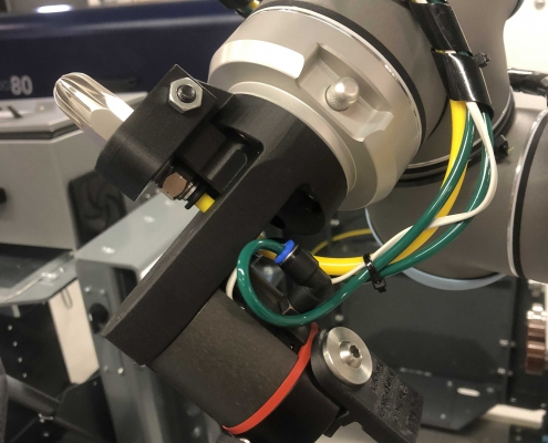 universal robot end of arm tooling